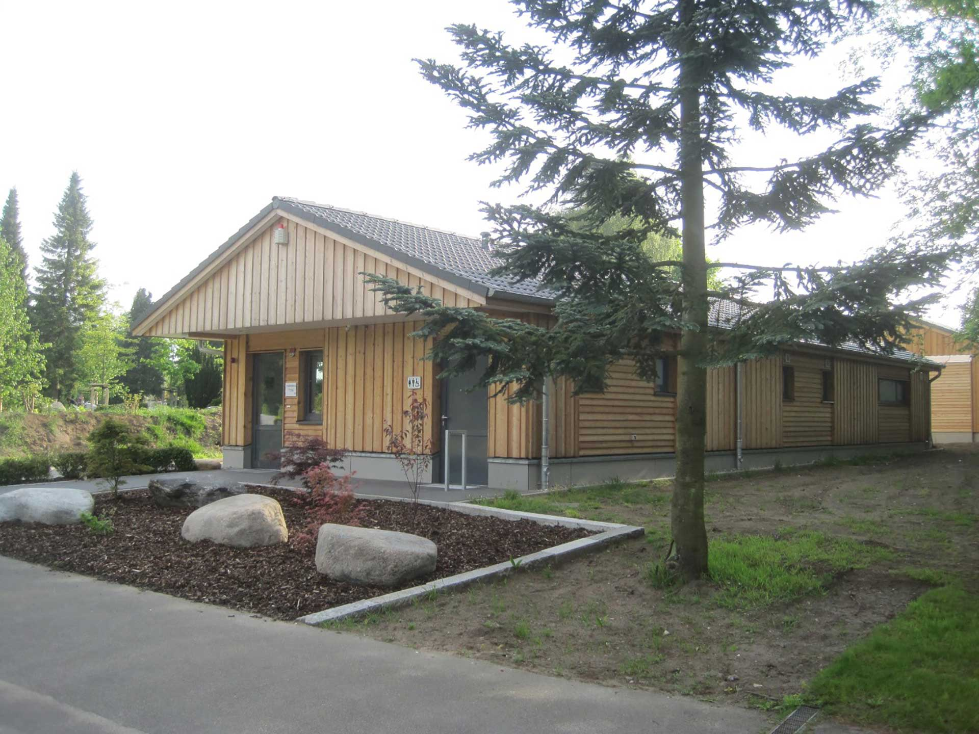 01-janiak-lippert_Betriebsgebaeude-Friedhof-Buedelsdorf